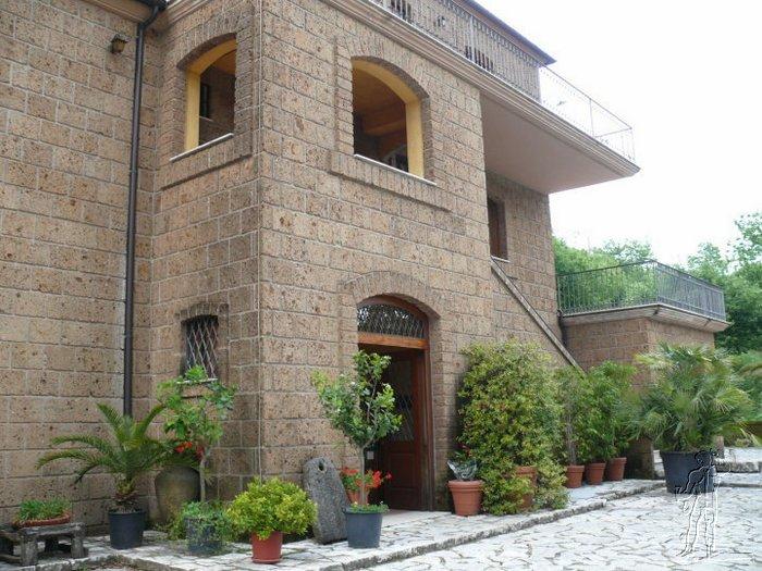Gallery of arco in with facciata casa in pietra for Log e piani di casa in pietra